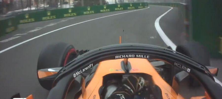 Fernando Alonso, entrando en el pit lane