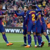 Los jugadores del Barcelona celebran un tanto
