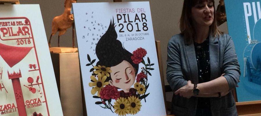 Cartel ganador y su autora, Mamen Marcén