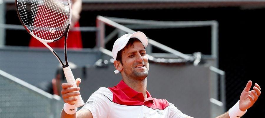 Djokovic se lamenta tras un punto ante Edmund