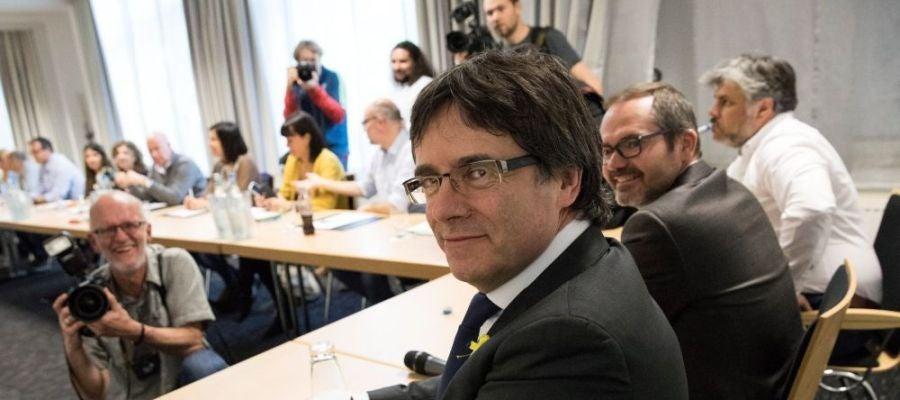 Noticias 2 Antena 3 (09-05-18) El Tribunal Constitucional suspende la ley que permite la investidura a distancia de Carles Puigdemont