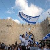 Israelíes en una de las entradas a Jerusalén