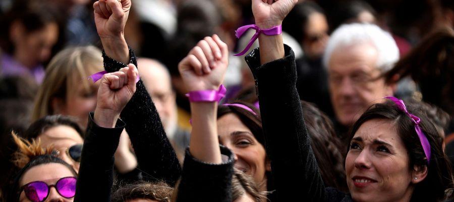 Participantes en una concentración convocada por movimientos feministas