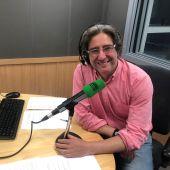 Arturo Téllez en los estudios de Onda Cero Oviedo