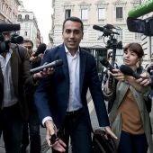El candidato del Movimiento 5 Estrellas (M5S), Luigi Di Maio, habla con la prensa a su llegada ayer a la Cámara Baja en Roma, Italia
