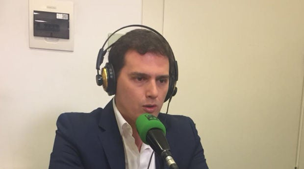 """Albert Rivera: """"Llevamos años advirtiendo de que en Cataluña están recibiendo millonadas de dinero público para dar un golpe de Estado"""""""
