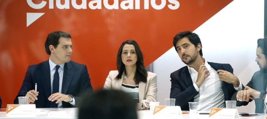 Albert Rivera e Inés Arrimadas durante la reunión del partido