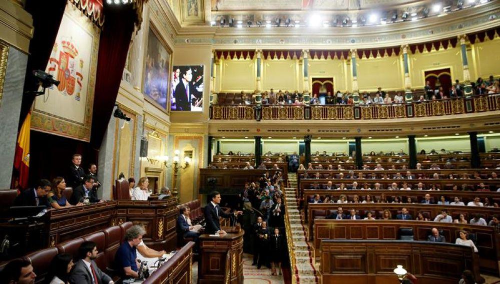 Vista general del Congreso durante una intervención de Pedro Sánchez