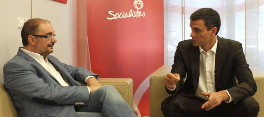 Foto de archivo de reunión entre Lambán y Sánchez