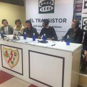 Los jugadores y el entrenador del Rayo Vallecano en El Transistor