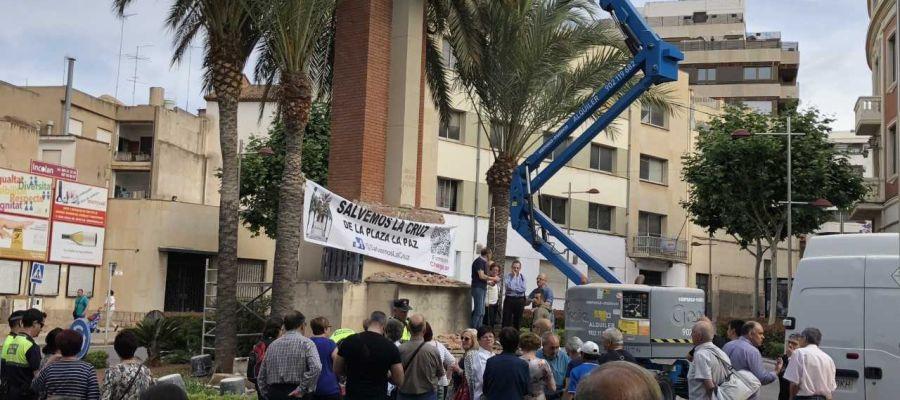 Abogados Cristianos anuncia una querella contra la alcaldesa de la Vall d'Uixó por iniciar la retirada de la Cruz de los Caídos.
