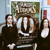Miércoles y Morticia, de la familia Addams, en Málaga en la Onda