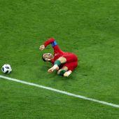 Momento en el que Nacho hace penalti sobre Cristiano Ronaldo.