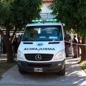 Una ambulancia sale del domicilio del senador argentino Luis Naidenoff