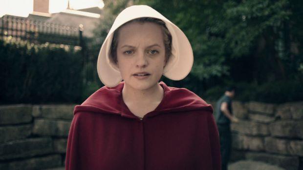 La tele con Monegal: 'El Cuento de la Criada' se estrena en Antena 3 liderando la audiencia