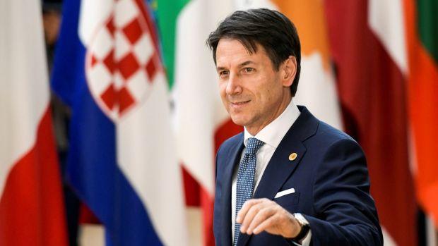 El primer ministro italiano, Giuseppe Conte, anuncia su dimisión