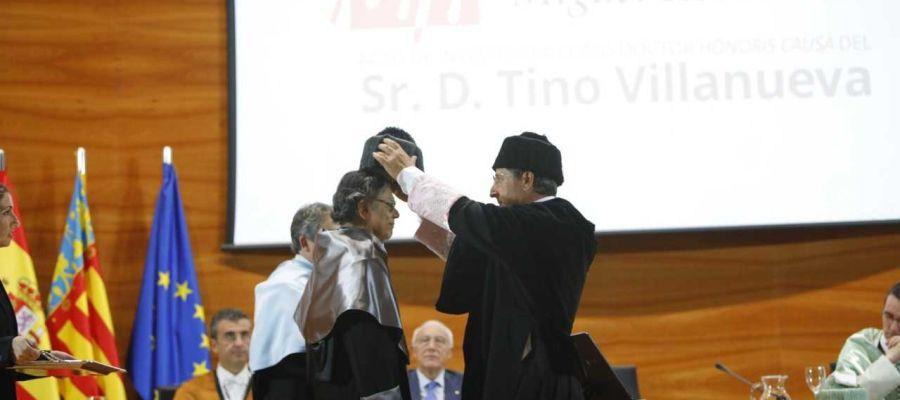 El Rector de la UMH inviste Doctor Honoris Causa al profesor y poeta chicano Tino Villanueva