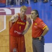 Alberto Díaz con el seleccionador nacional de baloncesto, Sergio Scariolo