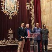 Asier Moneva tras recoger en reconocimiento en Oviedo