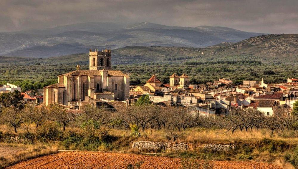 La nave, propiedad de la Diputación provincial, está ubicada en término municipal de Sant Mateu.