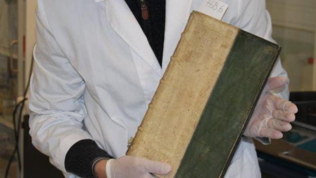 Manel Loureiro | Unos bibliotecarios daneses encuentran unos libros del siglo XVI preparados para matar