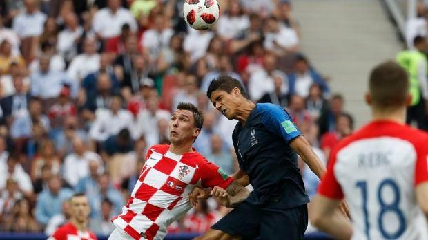 Mandzukic marca el primer gol en propia puerta de la historia en una final de la Copa del Mundo