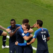 Francia celebra uno de sus goles