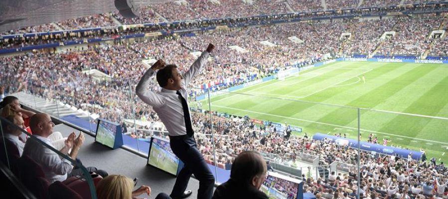 Macron se salta el protocolo para celebrar la victoria de Francia en la final del Mundial de Rusia 2018