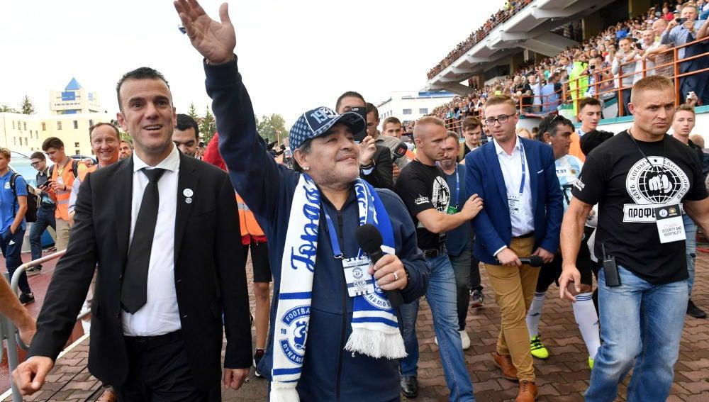 Maradona es recibido en Brest