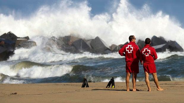 La España que curra: Las diferencias de ser socorrista en la playa o en la piscina