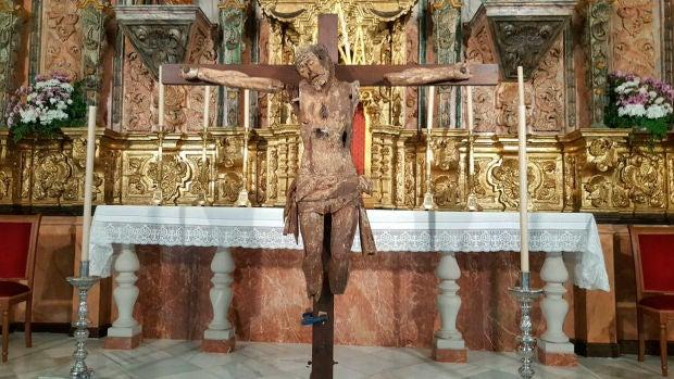 Manel Loureiro | Aparece un Cristo quemado, mutilado y emparedado en una iglesia de Cádiz