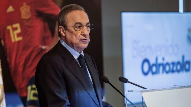 Florentino Pérez habla en el acto en el Bernabéu