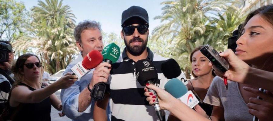 laSexta Noticias 14:00 (20-07-18) EXCLUSIVA | Defensa investiga si el guardia civil de 'La Manada' tuvo un móvil mientras estaba en prisión provisional
