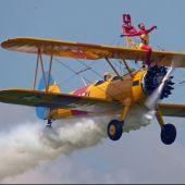 Ainhoa Sánchez bailando encima de un avión