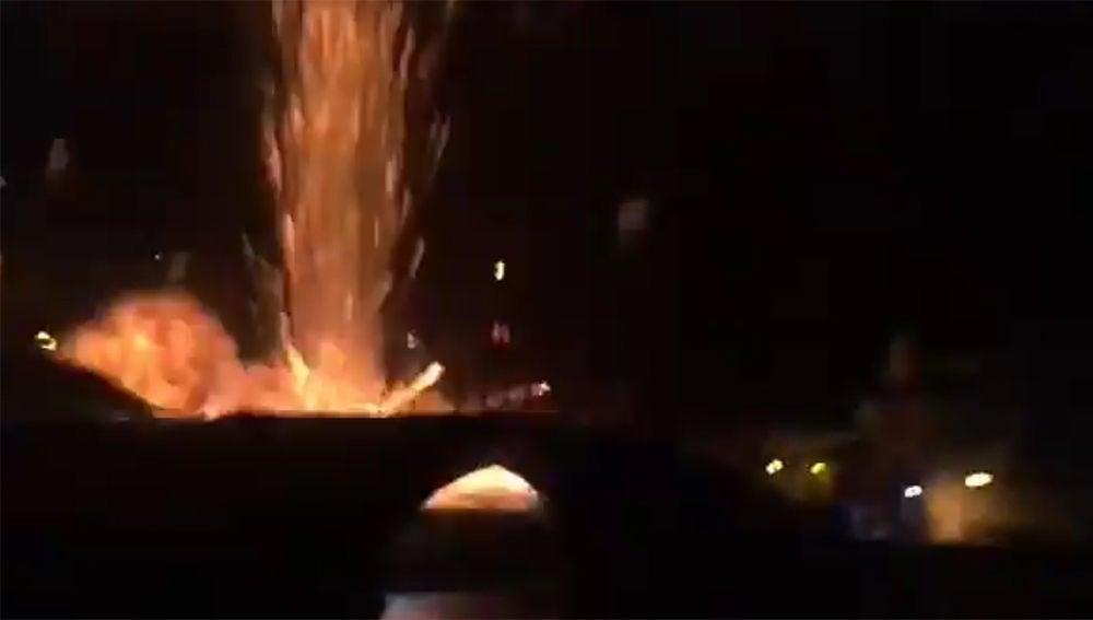 Imagen del momento de la explosión en Cangas de Narcea