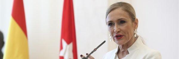 Cristina Cifuentes durante la rueda de prensa en la que anunció su dimisión como presidenta de la Comunidad de Madrid