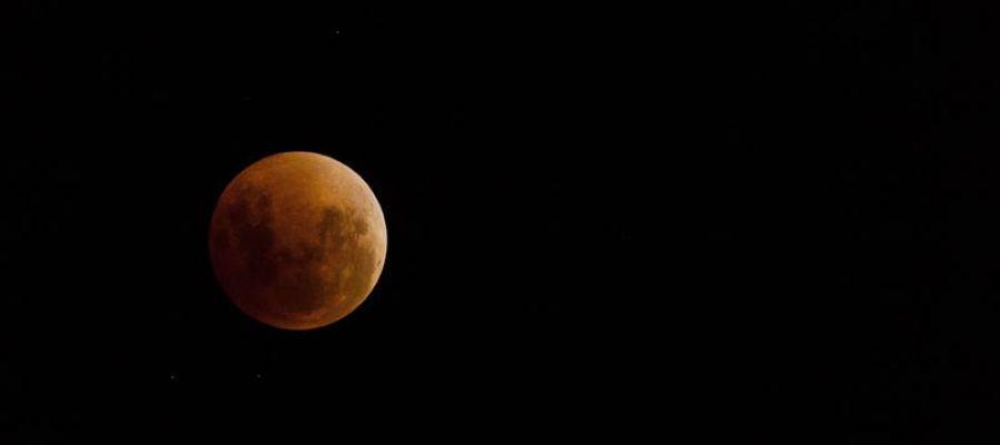 Vista de un eclipse lunar total
