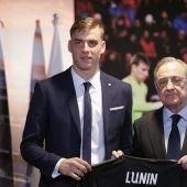 Lunin, en su presentación con el Real Madrid