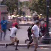 Un turista, herido grave tras ser agredido por unos manteros en Barcelona