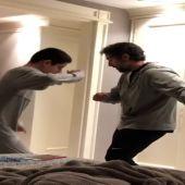 Un padre baila con su hijo autista al ritmo de Elvis Presley