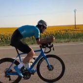 El ciclista vasco Mikel Azparren completa el Camino de Santiago en menos de 24 horas