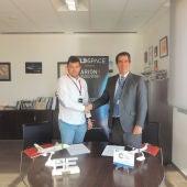 Raúl Torres, CEO de PLD Space con el director del Aeropuerto de Teruel