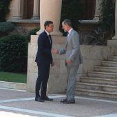 El rey Felip VI recibe a Pedro Sánchez en Marivent