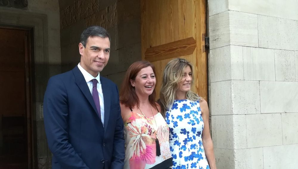 Primer encuentro formal entre Pedro Sánchez como presidente y Francina Armengol en Palma