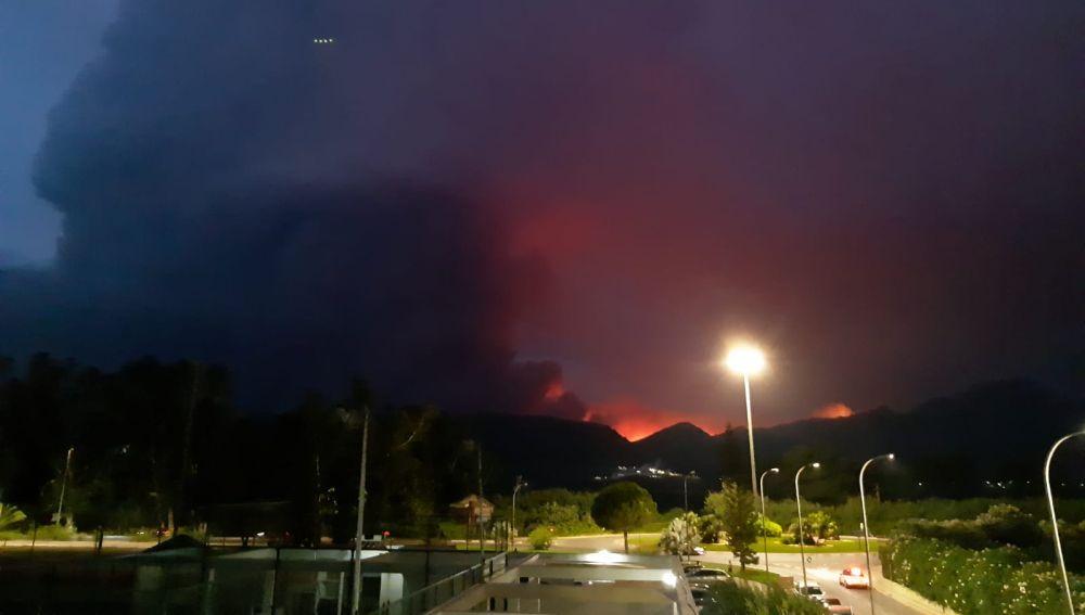 Fotografía del incendio en Valencia desde Gandía