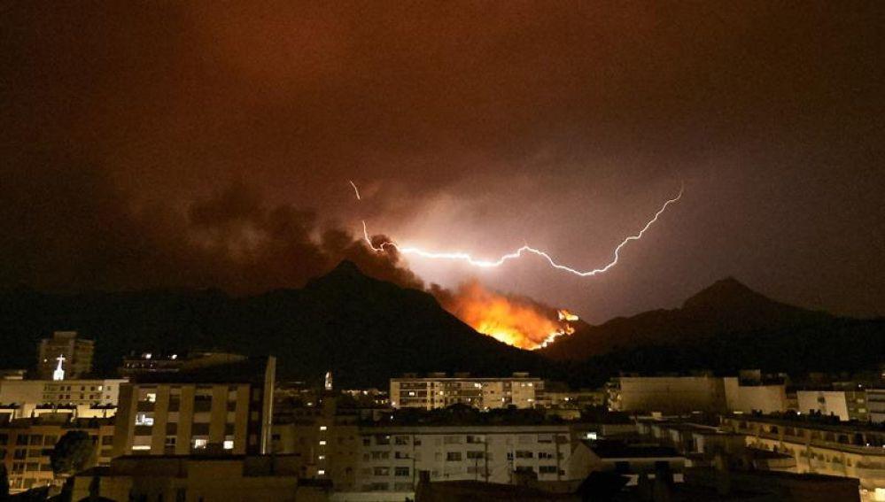 Incendio de Llutxent visto desde Gandía