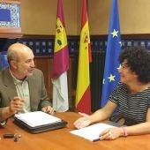 Momento de la reunión entre José Luis Cabezas y Carmen Pimienta