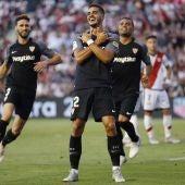André Silva celebra uno de sus goles contra el Rayo Vallecano