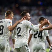 Los jugadores del Real Madrid celebran el gol de Carvajal