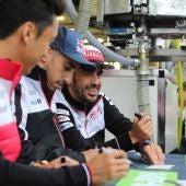 Fernando Alonso, con Buemi y Nakajima